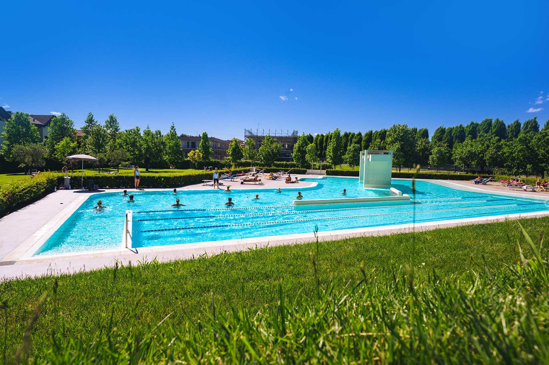 Corso in piscina estate parco Curno